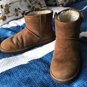 UGG Short boot sz 8